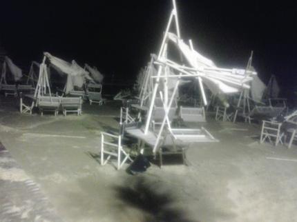vento sul lungomare, danni agli stabilimenti balneari