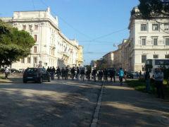 Polizia schierata su viale della Vittoria ad Ancona