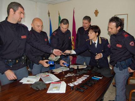 Volanti di Ancona fermano 4 serbi e recuperano la refurtiva