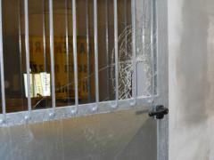 Vetrata rotta per il furto al magazzino comunale di Ancona a Vallemiano