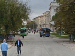 Gli autobus in piazza Cavour ad Ancona
