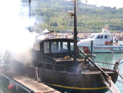 Rogo imbarcazione a Marina Dorica