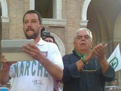 Matteo Salvini e Sandro Zaffiri contestati a Senigallia