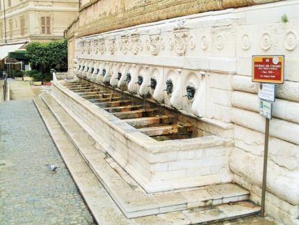 Fontana del Calamo (o delle 13 cannelle) ad Ancona. Fonte: Wikipedia.org