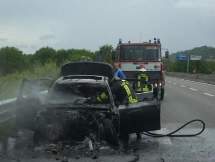 Auto in fiamme sulla SS76