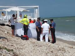 L'intervento delle forze dell'ordine e dei soccorsi del 118 a Marina di Montemarciano