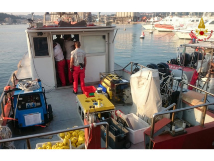 Le ricerche dei sommozzatori a largo di Falconara