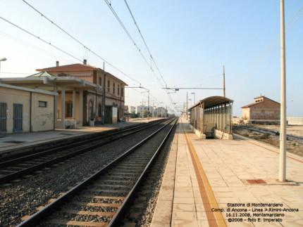 Ο σιδηροδρομικός σταθμός στη Montemarciano.  Πηγή: Trenomania.org
