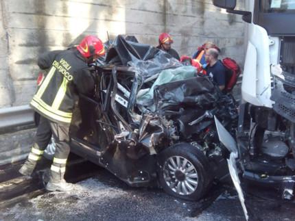 L'incidente sulla SS.76 tra Genga e Serra San Quirico: Vigili del fuoco al lavoro