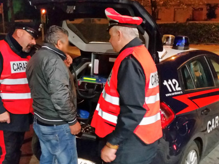 L'uomo sottoposto all'etilometro dai Carabinieri