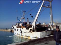L'imbarcazione ormeggiata ad Ancona da cui il comandante del peschereccio ha minacciato il suicidio
