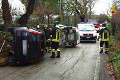 Vigili del fuoco e 118 sul luogo dell'incidente a Castelferretti sulla sp9
