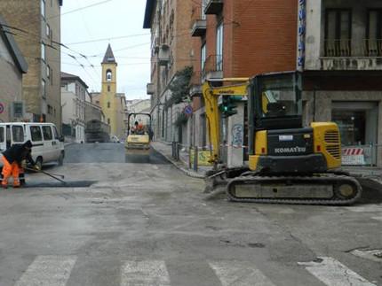 Lavori nel cantiere in via Vecchini e in via San Martino