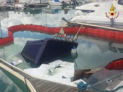 Barca affondata ad Ancona