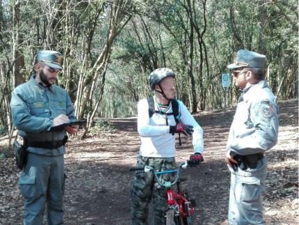 Controlli della Forestale nei confronti di un ciclista