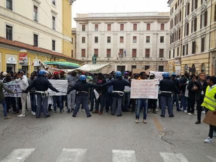 Manifestazione migranti ad Ancona