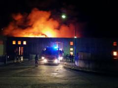 Senigallia: incendio capannone alla Cesanella
