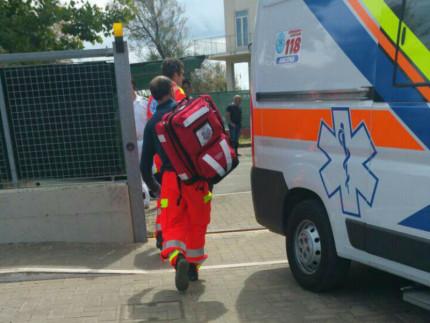 I soccorsi a Senigallia per il caso di tentato suicidio nell'area portuale