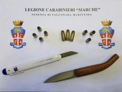 L'arma e le munizioni sequestrate dai Carabinieri di Falconara marittima