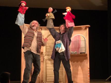 Una scena di Cappuccetto Rosso, rappresentato dal Teatro alla Panna, la compagnia di Senigallia