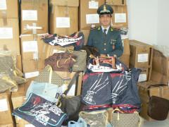 I prodotti contraffatti posti sotto sequestro nel maceratese dalla Guardia di Finanza