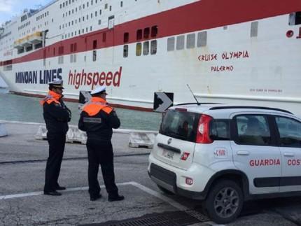 Traghetti bloccati al porto di Ancona