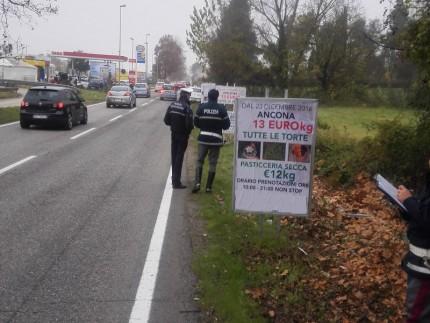 Cartelli pubblicitari fuorilegge ad Ancona