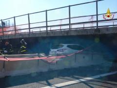 Intervento dei Vigili del Fuoco dopo il crollo del cavalcavia A-14 a Camerano