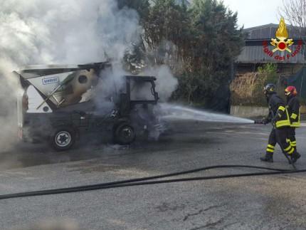 Incendio spazzatrice a Fabriano