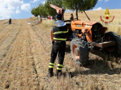 Incidente mortale, trattore ribaltato a Jesi