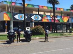 Controlli dei Carabinieri nel giorno di ferragosto davanti la stazione di Senigallia