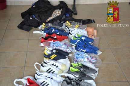Il sequestro di merce contraffatta operato dalla Polizia di Senigallia