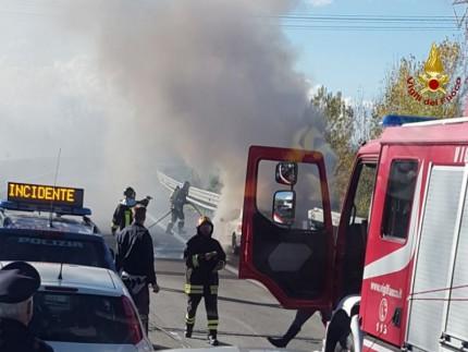 Incendio sulla SS76
