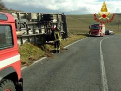 Camion riblatato tra Fabriano e Sassoferrato