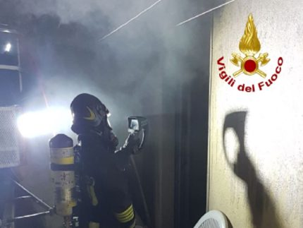 Brucia appartamento a Massa Marittima, una persona in ospedale