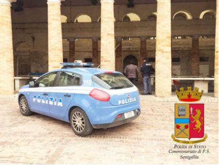 Polizia al Foro Annonario di Senigallia