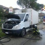 Incendio furgone a Osimo