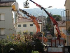 Lavori in via Pasubio, a Tolentino, per la messa in sicurezza degli edifici dopo il sisma del 30 ottobre