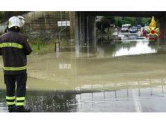 Bomba d'acqua su Ancona: allagamenti e traffico in tilt