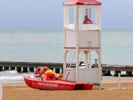 Bagnino di salvataggio, assistente bagnante