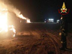 Incendio di balle di fieno a Chiaravalle