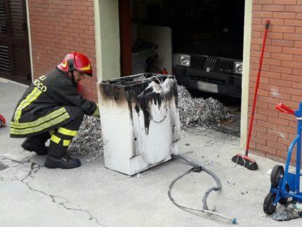 Incendio di una lavatrice a Jesi