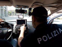 Interno di una volante della Polizia