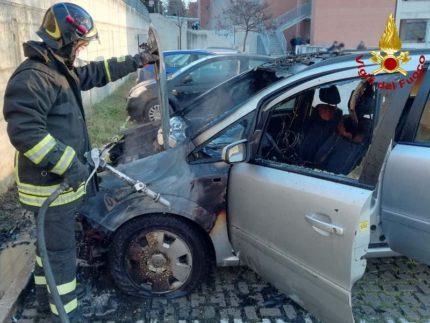 Incendio ai danni di un'automobile a Jesi