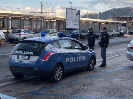 Polizia nei pressi della stazione ferroviaria di Ancona