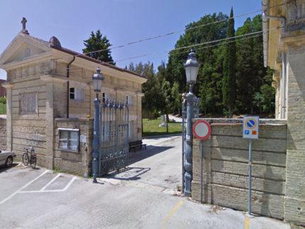 Ingresso del cimitero di Senigallia