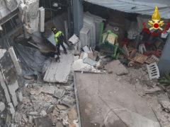 Crollo tetto deposito a Senigallia - intervento Vigili del Fuoco