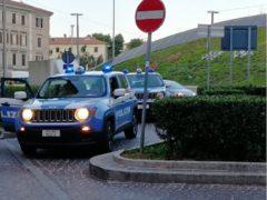 Polizia in piazza Ugo Bassi ad Ancona