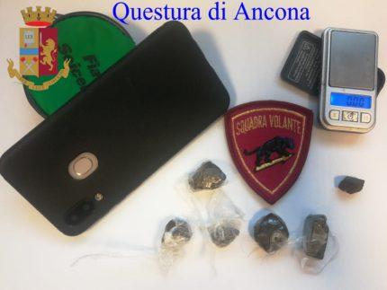 Droga sequestrata al parco Tiziano di Ancona