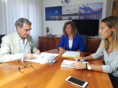 Il sindaco di Falconara Stefania Signorini con il direttore Arpam Marche Giancarlo Marchetti